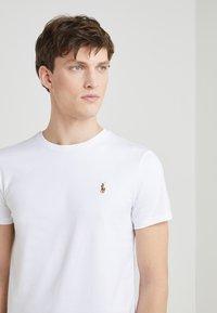 Polo Ralph Lauren - CUSTOM SLIM SOFT COTTON TEE - Basic T-shirt - white - 4