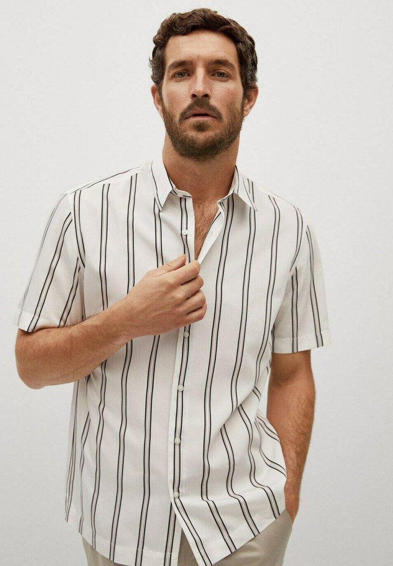 Mango - Camisa regular-fit fluida rayas - Camisa - blanco