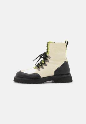 BUNDY - Lace-up ankle boots - black grainy/milk/summer pear