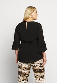 Forever New Curve - TAMMY FRILL SLEEVE CURVE BLOUSE - Pusero - black - 2