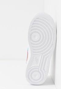 Nike Sportswear - FORCE 1 LV8  - Trainers - white/blue hero/bright crimson - 5