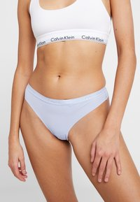 Calvin Klein Underwear - DYNAMIC THONG 2 PACK - String - deep scarlet/dusty periwinkle - 2
