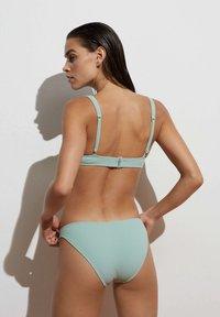 OYSHO - HOCH GESCHNITTENER  - Bikini bottoms - green - 2