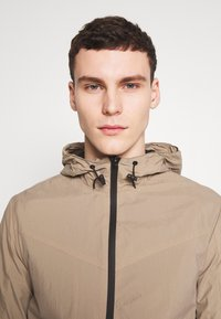 Jack & Jones - JCOSPRING LIGHT JACKET - Giacca leggera - dune - 4