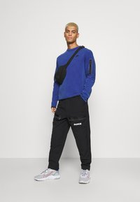 Nike Sportswear - CITY MADE PANT - Cargobukser - black/white - 1