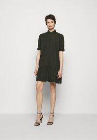 Bruuns Bazaar - FREYIE ALISE SHIRTDRESS - Shirt dress - green night - 0
