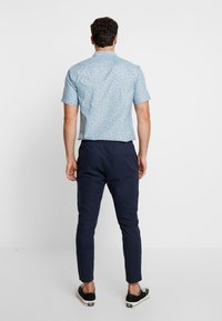 Only & Sons - ONSLINUS CROP  - Trousers - dress blues - 2