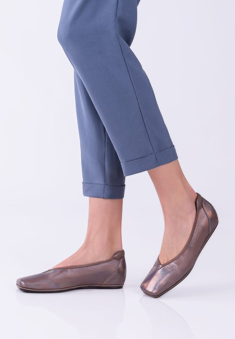 TJ Collection - Slip-ons - bronze