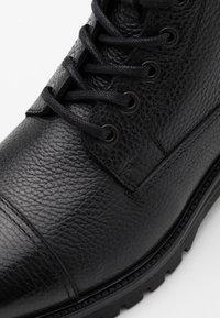Belstaff - ALPERTON - Šněrovací kotníkové boty - black - 5