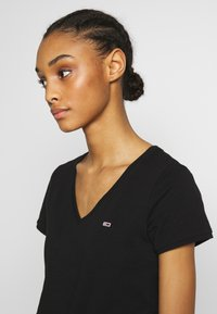 Tommy Jeans - SHORTSLEEVE STRETCH TEE - Basic T-shirt - black - 3