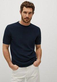 Mango - ROSS - Basic T-shirt - indigo blue - 0