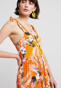 Dorothy Perkins - CRINKLE DRESS - Vapaa-ajan mekko - orange - 5