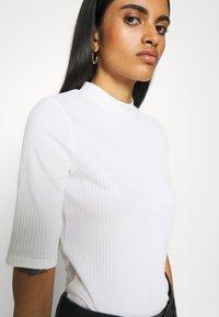 Monki - SABRINA - Basic T-shirt - white - 4