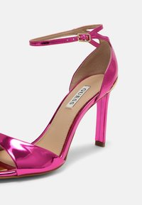 Guess - DIVINE - Sandály - pink - 7
