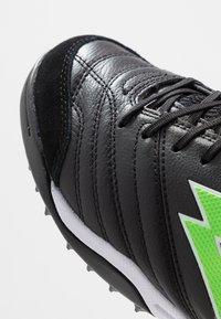 Lotto - STADIO 300 II TF - Voetbalschoenen voor kunstgras - all black/spring green - 5