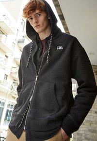 Levi's® - PREMIUM HEAVYWEIGHT ZIP - Zip-up hoodie - black bird heather - 3