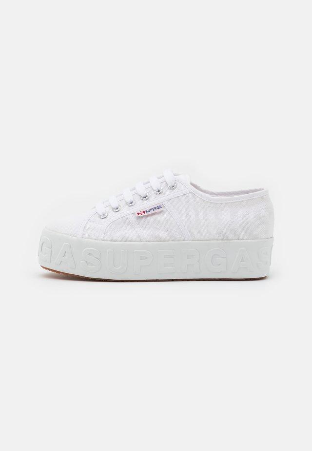 LETTERING 3D - Sneakersy niskie - white