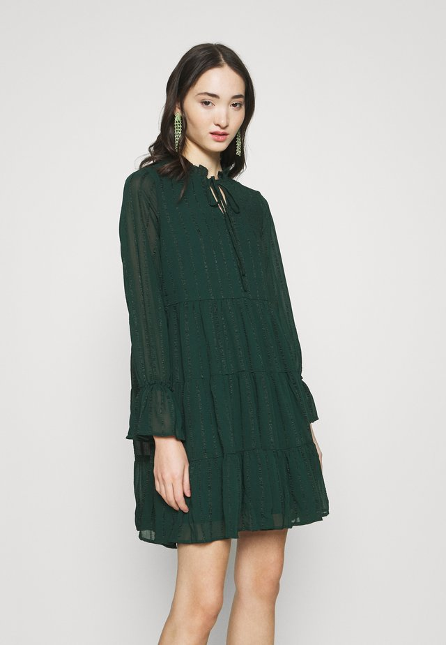VMRIVER SHORT DRESS - Freizeitkleid - ponderosa pine