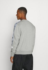 Nike Sportswear - REPEAT CREW - Sweatshirt - grey heather - 2