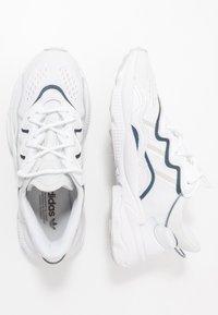 adidas Originals - OZWEEGO - Matalavartiset tennarit - footwear white/grey one/crystal white - 1