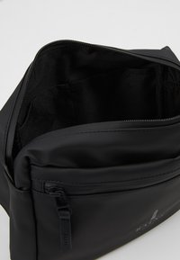 Rains - WAIST BAG - Ledvinka - black - 4