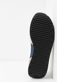 Emporio Armani - ZONE - Sneakers - grey/white - 4