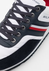 Tommy Hilfiger - ICONIC RUNNER - Sneakersy niskie - blue