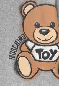 MOSCHINO - MAXI UNISEX - Print T-shirt - grey - 2