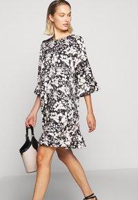 Rebecca Minkoff - FEDERICA DRESS - Denní šaty - black/cream - 3
