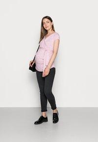 9Fashion - SOLANGE  - Print T-shirt - pink polka - 1