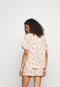 Marks & Spencer London - FLORAL SHORTIE  - Pyjamas - peach mix - 2