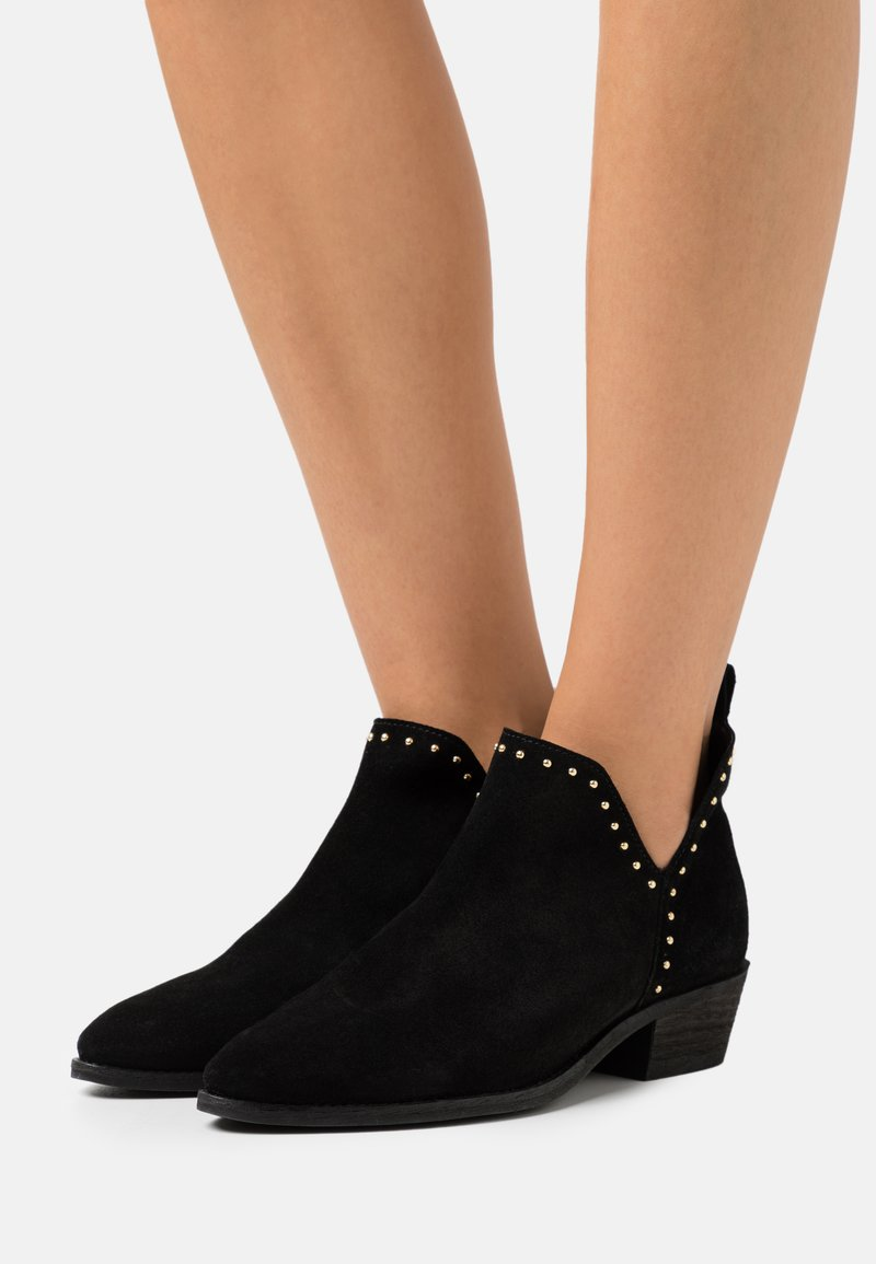 Pavement - GIANNA - Ankle boots - black/silver