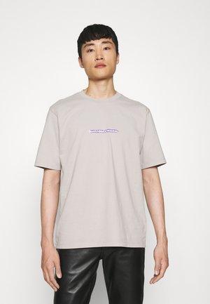 TEE BLURRED FIRE UNISEX - T-shirt z nadrukiem - cool grey