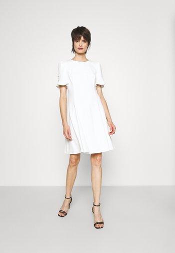 FLOUNCE SLEEVE FITFLARE DRESS - Vestito estivo - ivory