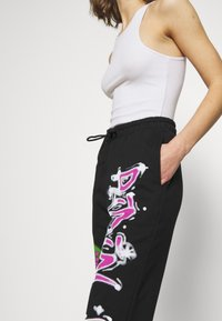 Jaded London - CUFFED JOGGER RIDIN' DIRTY GRAFFITI PRINT - Pantalones deportivos - multi - 3