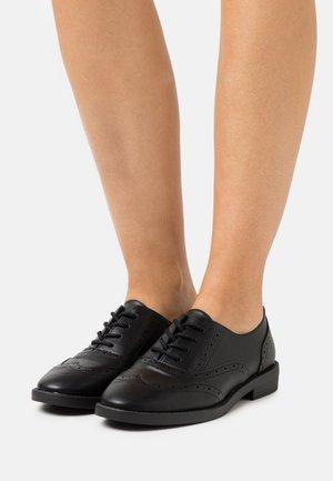 KEANU BROGUE - Šněrovací boty - black