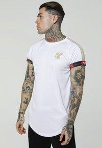 SIKSILK - MAJESTIC ROLL SLEEVE TEE - Print T-shirt - white/ecru/red - 0