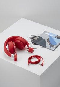 Urbanears - PLATTAN 2 - Headphones - tomato - 5