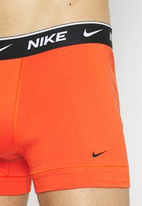 Nike Underwear - DAY STRETCH TRUNK 2 PACK - Boxerky - team orange/cargo khaki/black - 3