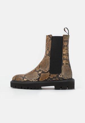 SHOE ELTON - Kotníkové boty na platformě - camel