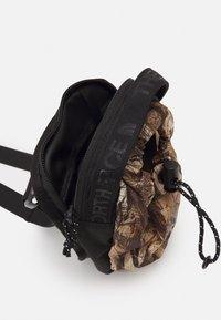The North Face - BOZER CROSS BODY UNISEX - Across body bag - kelp tan/forest/black - 2