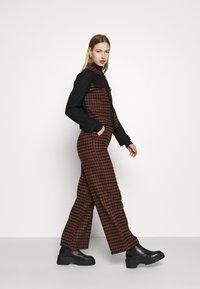 Fashion Union - JOHNNY TROUSER - Kalhoty - camel - 3