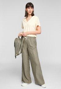 s.Oliver - Trousers - summer khaki melange - 1