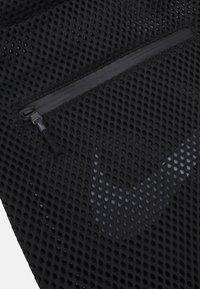 Nike Sportswear - ESSENTIALS UNISEX - Batoh - black/grey - 3