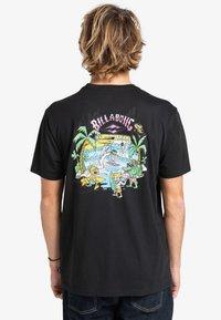 Billabong - GANG OF GANGS - Print T-shirt - black - 1