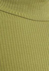 Vila - VISOLITTA FUNNELNECK - T-shirt basique - green olive - 2