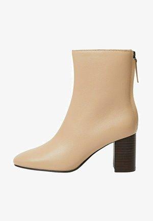 COMFY - Classic ankle boots - ecru
