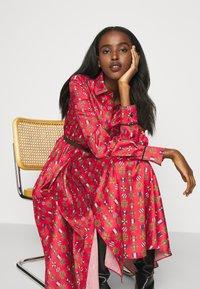 Mulberry - TERI DRESS - Sukienka koszulowa - medium red - 4