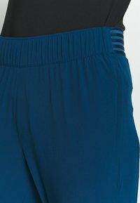 Nike Performance - Bukse - valerian blue/reflective silver - 4