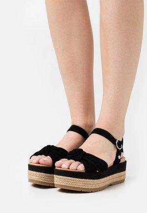 TRISHA - Sandalen met plateauzool - black